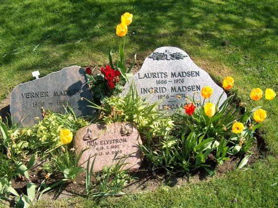 Fine grave på Højby kirkegård i Ods Herred