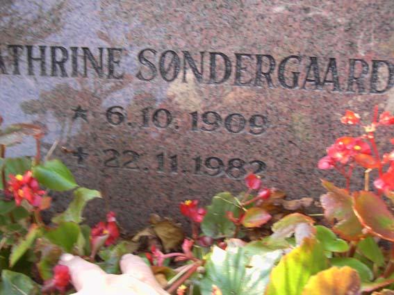 Billede af sten på Thyregod kirkegård i Nørvang Herred
